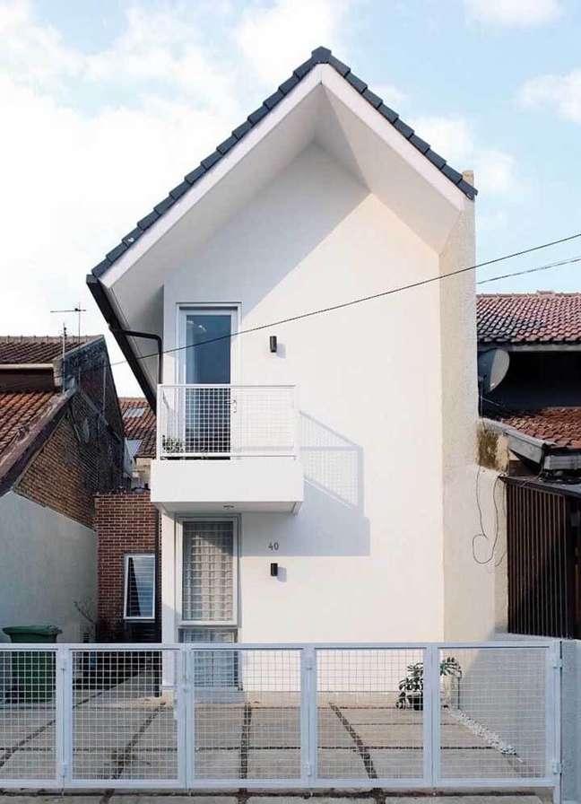 54. O branco quase sempre está presente nas fachadas de casas simples. Fonte: Ideias Decor