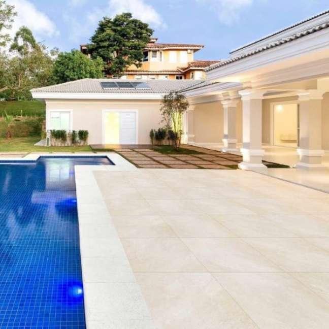 14. Casa grande com quintal e piscina – Foto Embramaco