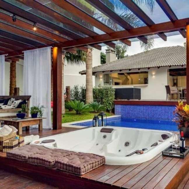 44. Quintal com piscina e jacuzzi externa – Foto Águas Claras Piscinas