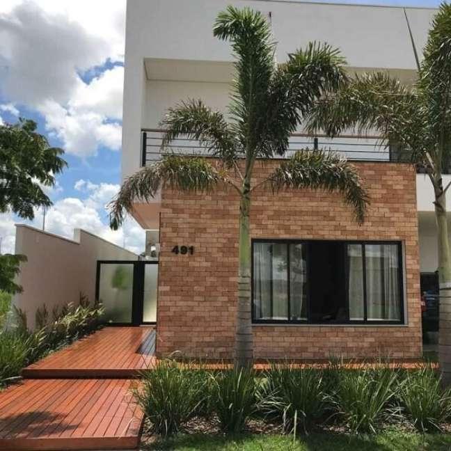 103. Casass simples com fachada de tijolinho aparente. Fonte: Ágape Arquitetos Associados