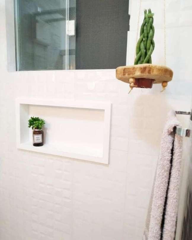52. Banheiro branco com nicho de porcelanato – Foto Home 187