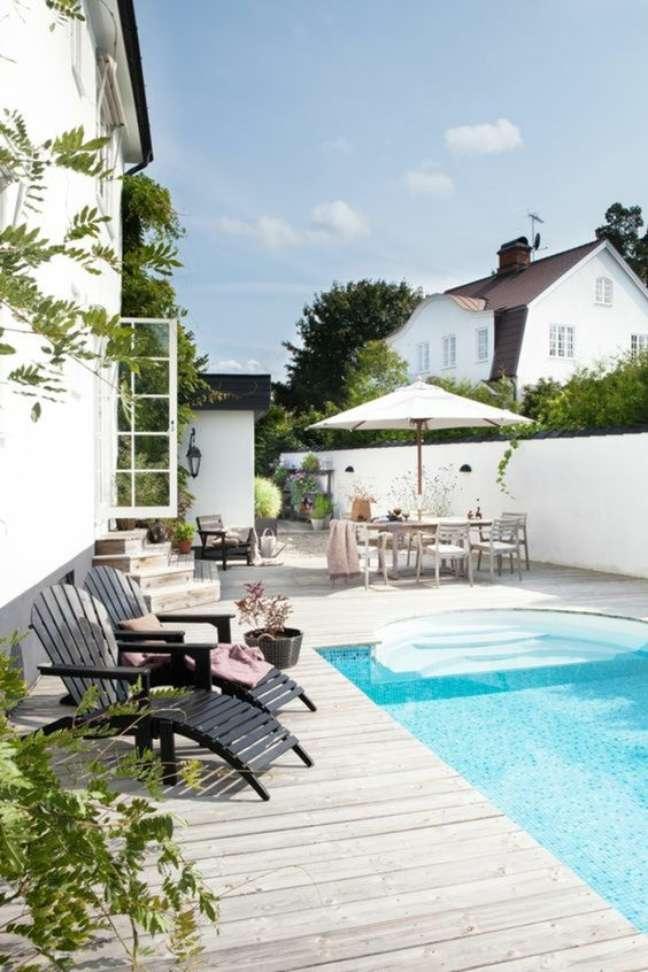 46. Quintal com piscina e moveis confortáveis – Foto Archzine