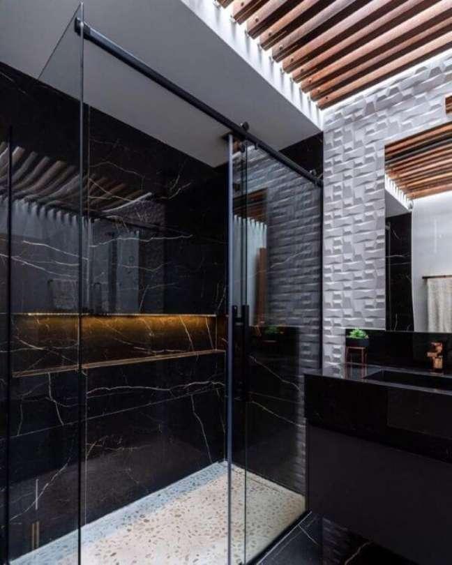 18. Banheiro marmorizado com nicho de porcelanato – Foto Cw Arquitetura e Design