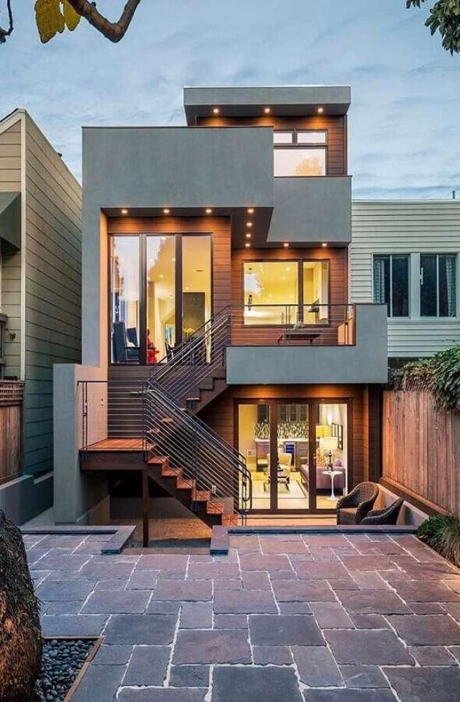 1. Ideia de cores de casas modernas externa com fachada cinza e marrom – Foto: Decor Fácil