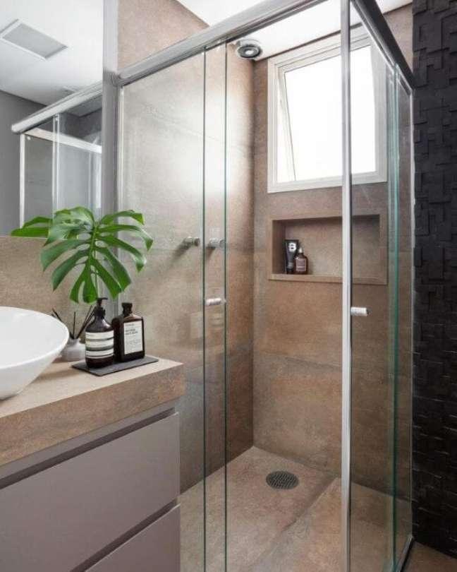 2. Banheiro com nicho de porcelanato do mesmo revestimento que a parede – Foto Studio Ipê