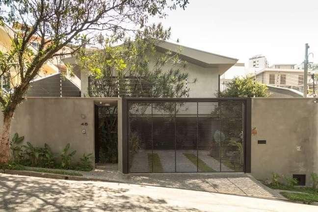 109. Casas simples com portão metálico na fachada. Fonte: Gabriella Ornaghi