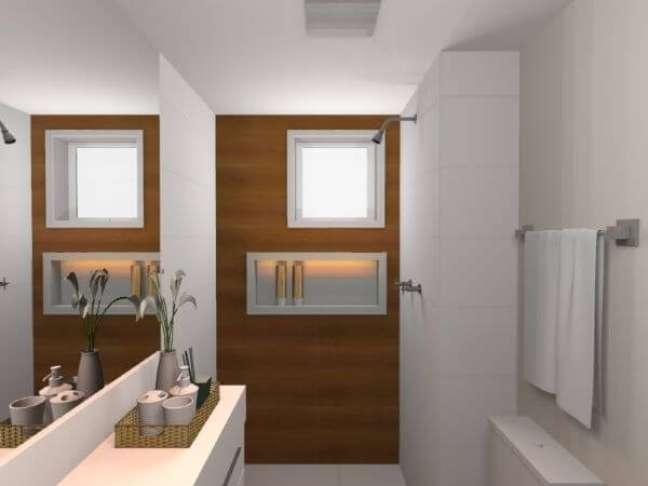 21. Banheiro pequeno com nicho de porcelanato branco – Foto Lariss Tesser