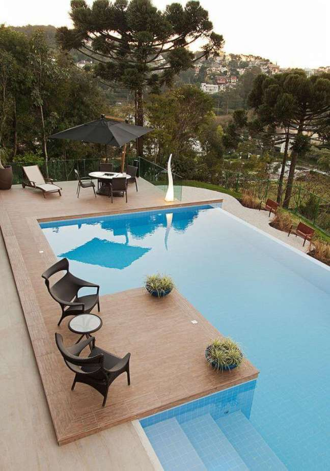 21. Móveis para quintal com piscina de fibra sintética – Foto Homify