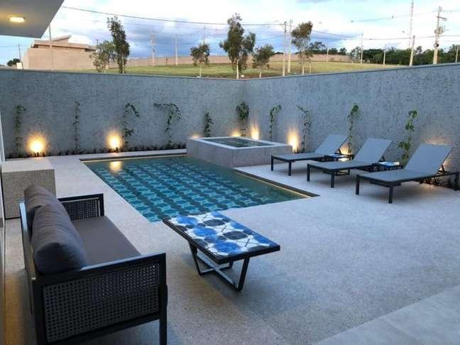 51. Quintal com piscina e piso que imita granito chique – Foto Fribrillare