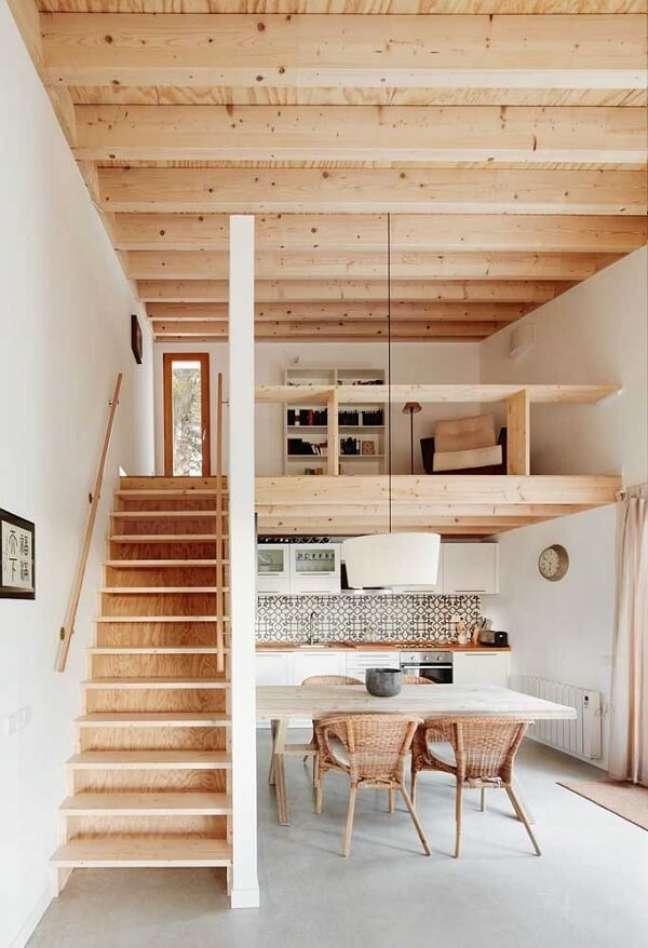 108. A madeira traz um toque moderno para o interior das casas simples. Fonte: Ideias Decor