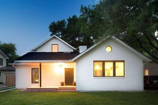 15. Fachada de casas simples com varanda. Fonte: Houzz