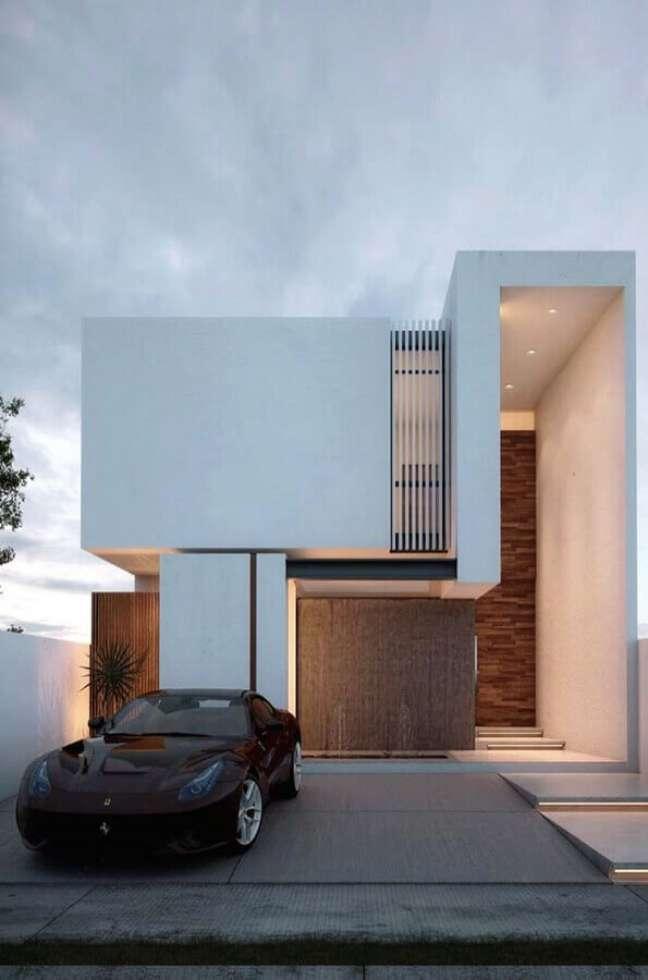 24. Cores de casas modernas externa com fachada branca com detalhes em madeira – Foto: Decor Fácil