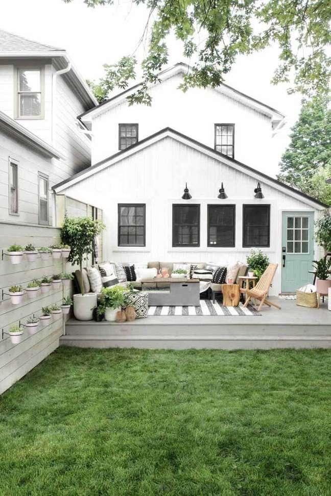 53. Os jardins fazem toda a diferença na decoração das casas simples. Fonte: Jurnal de Design Interior