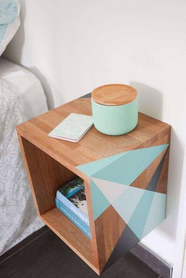 60. Traga vida para os móveis antigos da casa simples, reformando-os. Fonte: Lolafá