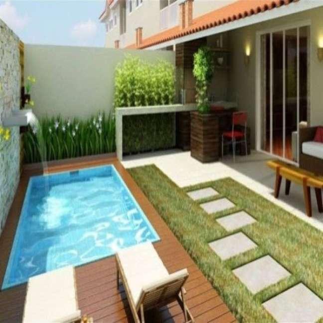 55. Quintal com piscina pequena e decoração com flores – Foto Rethinking The Future