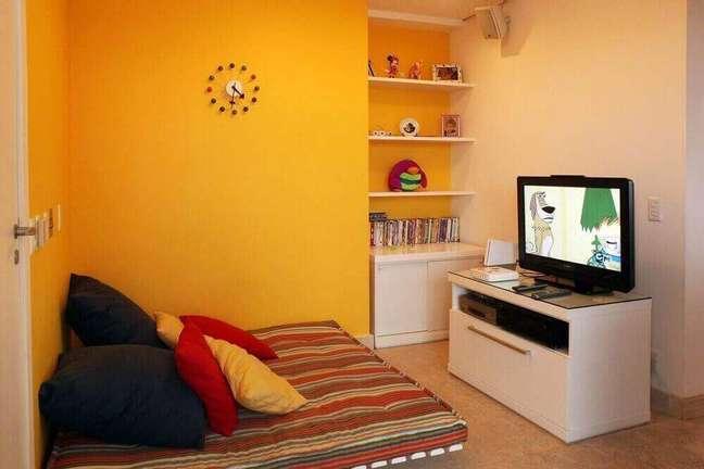 28. Decoração de sala simples com parede coloridas. Fonte: Arte Decore