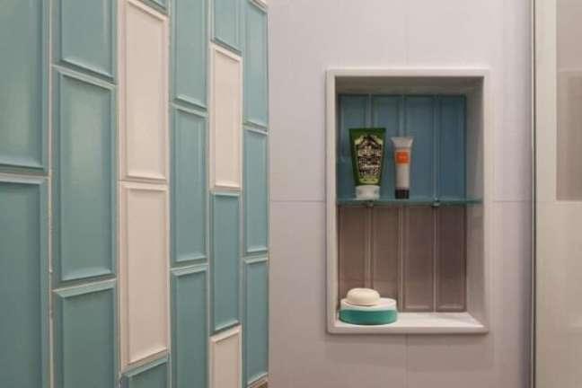 24. Decoração com nicho de porcelanato verde e branco – Foto SNF Arquitetura