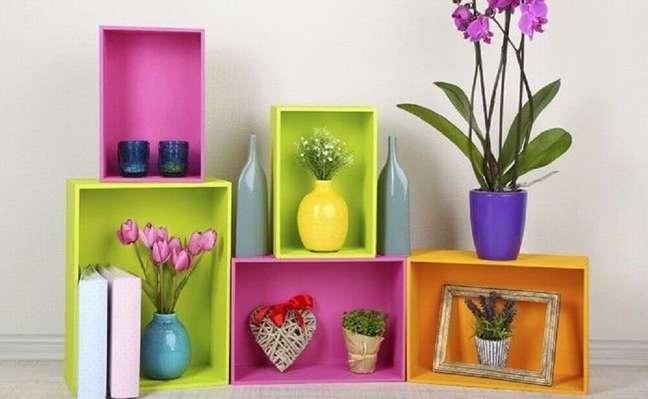 11. Os nichos além de serem ótimos para organização, também auxiliam na decoração de casas simples e bonitas. Fonte: Closet Factory