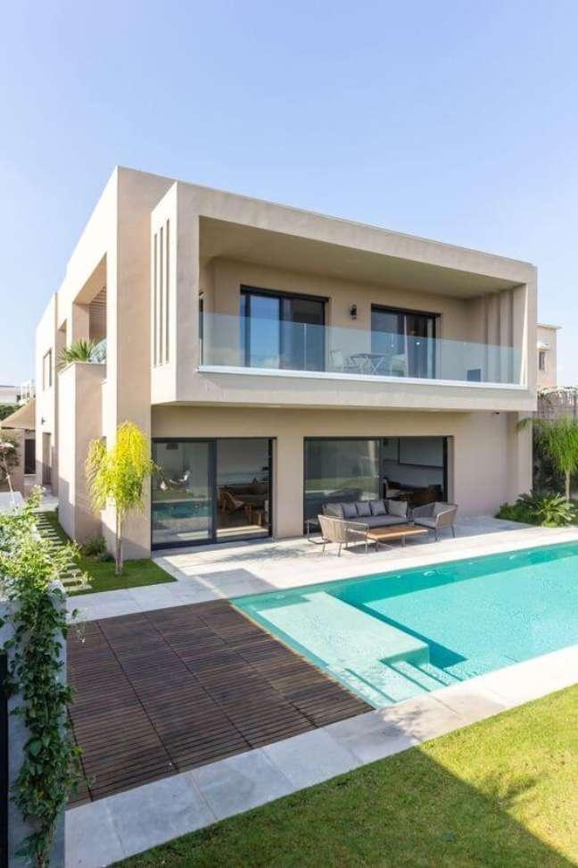 17. Fachada com guarda corpo de vidro e quintal com piscina moderna Arquitetura do Med In Concept – Ashref Khmiri Photographer