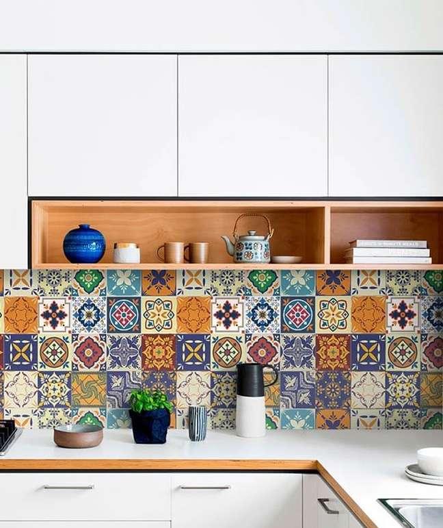 51. Os papéis de parede são lindos e transformam a decoração de casas simples. Fonte: Etsy