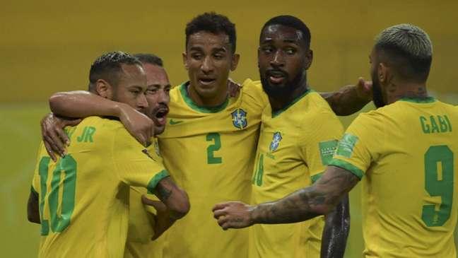 Sem Neymar, suspenso, Seleção contará com Everton Ribeiro e Paquetá como titulares (Foto: CLAUDIO REYES / AFP / POOL)