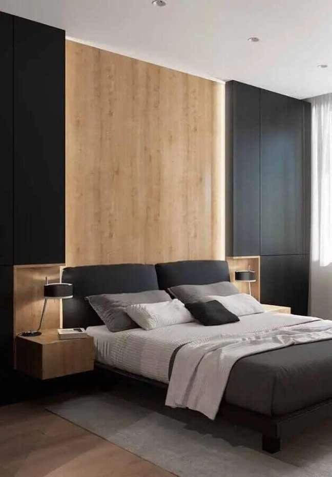 28. Cores de casas modernas internas com quarto preto decorado com revestimento de madeira – Foto: Home Fashion Trend