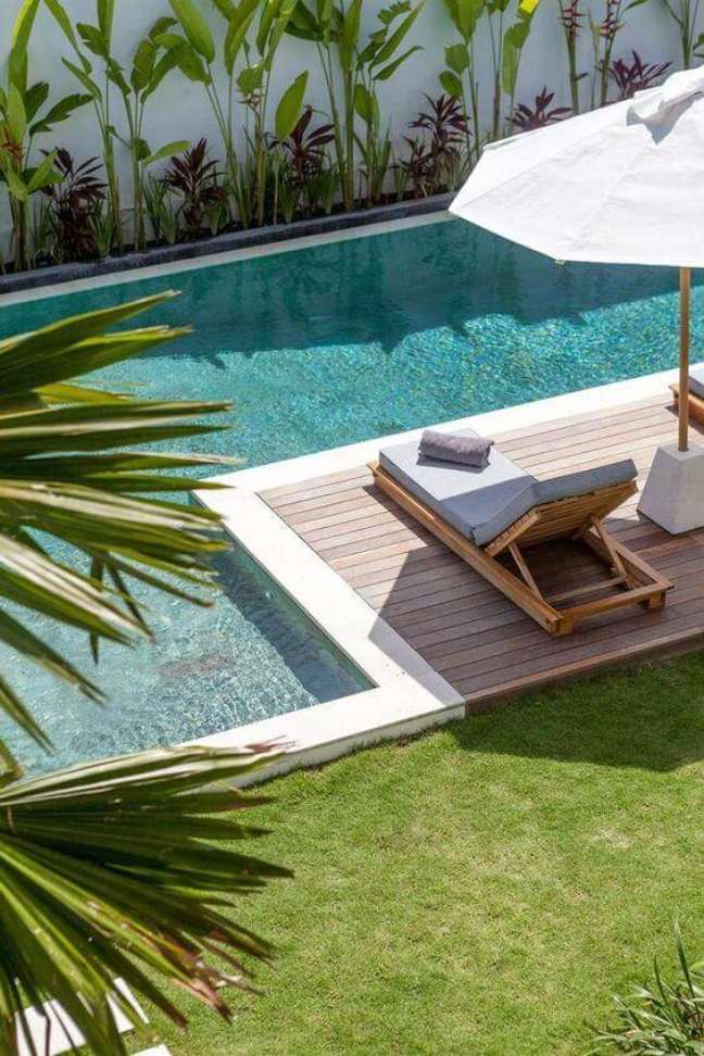 16. Guarda sol para piscina grande e moderna – Foto Bali Interiores
