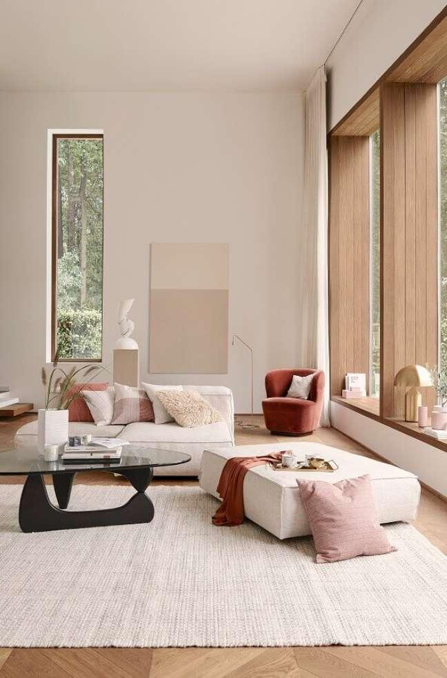 41. Cores de casas modernas para sala de estar ampla decorada em cores claras – Foto: Home Decor Ideas