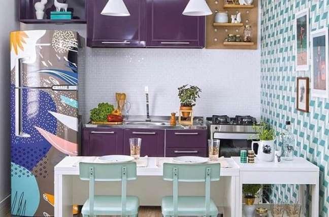72. Envelopar móveis e eletrodomésticos e uma forma barata e prática de repaginar a decoração das casas simples. Fonte: Influence Immo