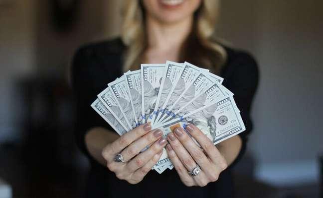 Enviar dinheiro a outros países é menos complicado do que se imagina