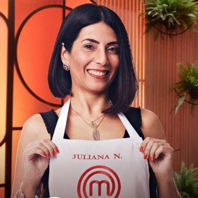 A estilista e cozinheira amadora no início da competição gastronômica da Band