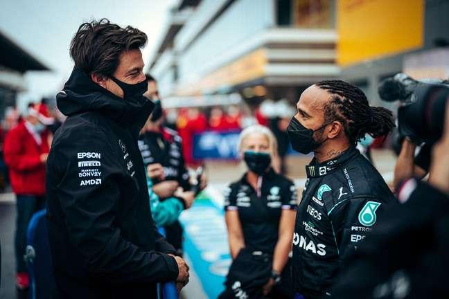 Toto Wolff e Lewis Hamilton: e agora, o que fazer?