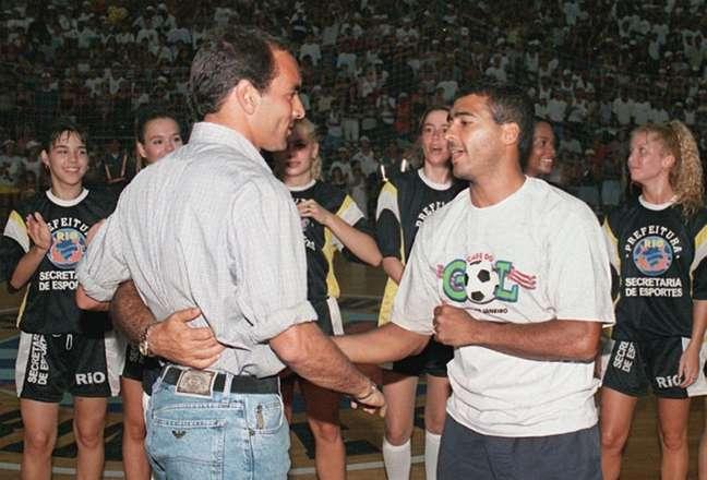 Romário e Edmundo revivem polêmica dos anos 90 (Foto: AFP / VANDERLEI ALMEIDA)