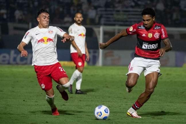 Vitinho em ação contra o Braga: deu bela assistência, oscilou e foi substituído (Foto: Alexandre Vidal / Flamengo)