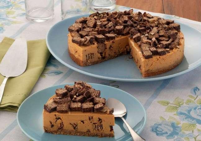 Guia da Cozinha - Torta de wafer recheado fácil e deliciosa