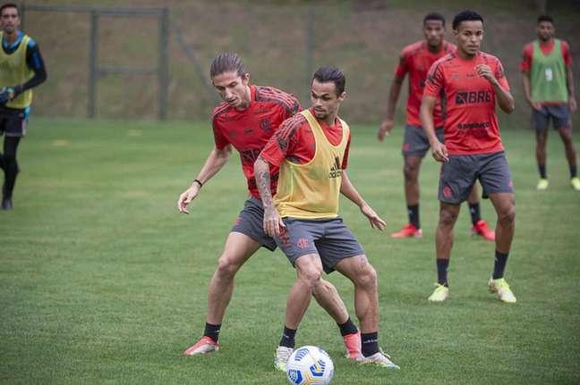 Filipe Luís e Michael durante atividade do Flamengo em Atibaia (Foto: Alexandre Vidal/Flamengo)