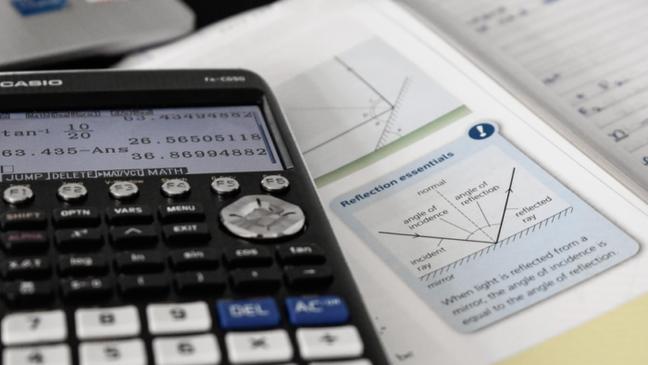 É possível usar uma calculadora científica diretamente pelo Google