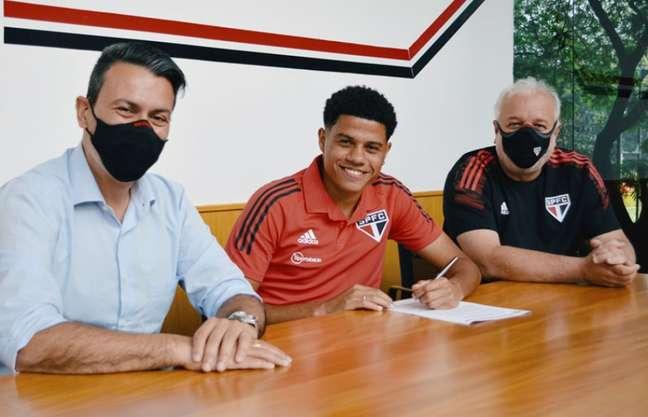 Gabriel Sara renovou o contrato com o São Paulo até dezembro de 2024 (Foto: Fellipe Lucena / saopaulofc.net)