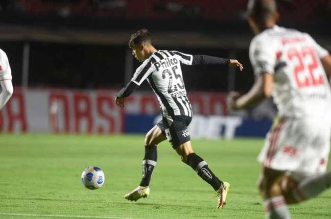 Vinícius Zanocelo foi titular do Santos no clássico contra o São Paulo (Foto: Divulgação / Santos FC)