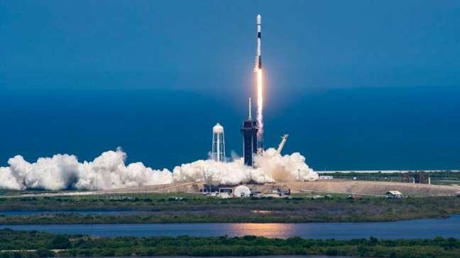 Falcon 9, da SpaceX, em lançamento de satélites Starlink
