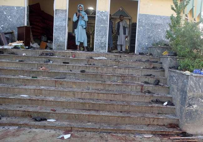 Entrada da Mesquita atacada pelo Estado Islâmico