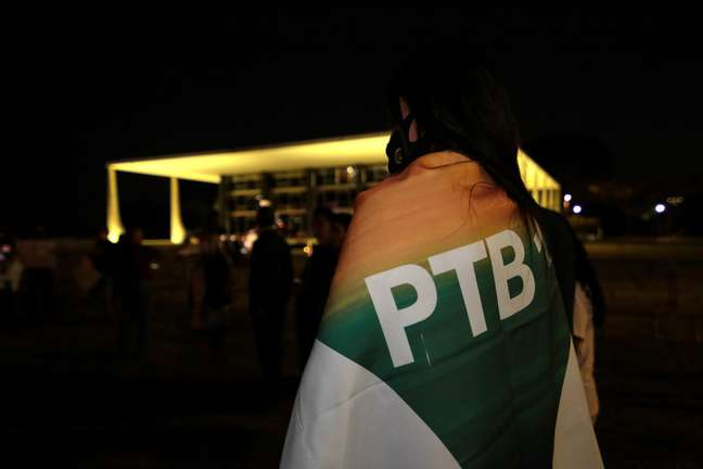 PTB formaliza convite a Bolsonaro para disputar reeleição