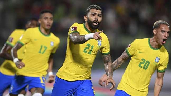 Gabigol quebrou jejum nesta quinta-feira, marcando de pênalti (YURI CORTEZ / AFP)