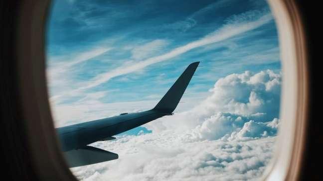 Asa de avião vista da janela