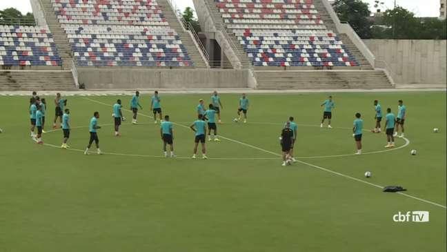 Todos os 25 jogadores estiveram treinaram normalmente para a partida contra a Colômbia (Reprodução/CBF TV)