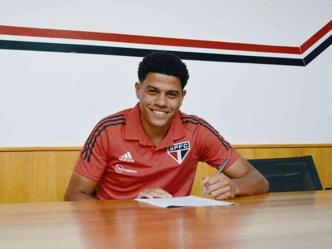 Sara foi o quinto jogador revelado na base a renovar com o São Paulo em 2021 (Foto: Fellipe Lucena/São Paulo FC)
