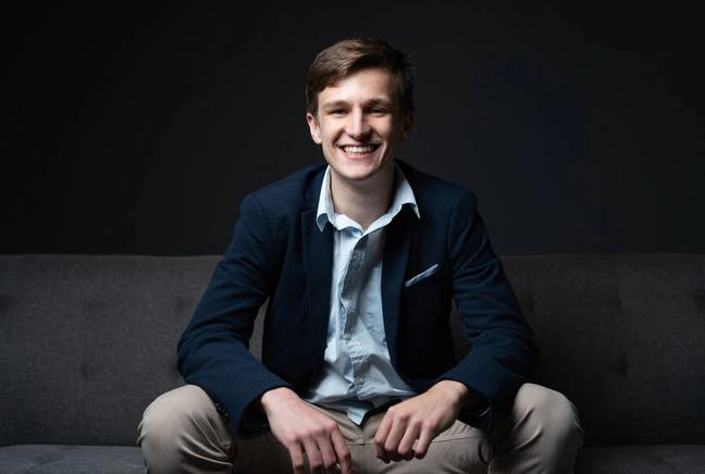 Felipe Adamoli, de 23 anos, se tornou neste ano CEO da software house Nave.rs.