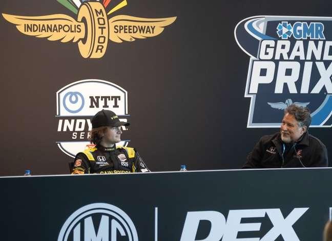 Colton Herta e Michael Andretti em evento da Indy