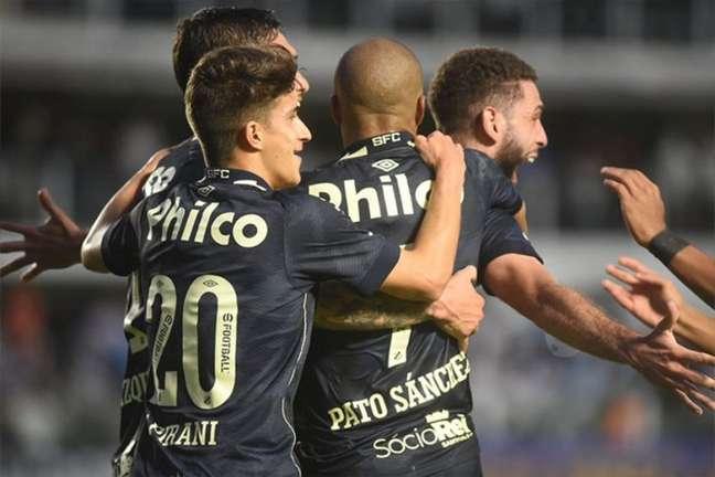 Carlos Sánchez vai desfalcar o Santos contra o Atlético-MG (Foto: Ivan Storti / Santos FC)