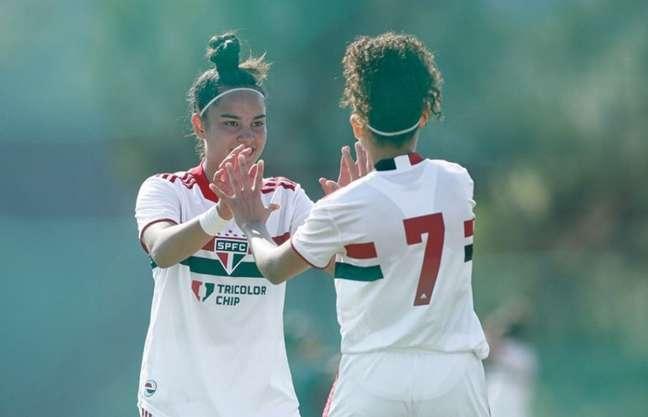 As meninas do Sub-18 do São Paulo venceram o Corinthians por 2 a 0 (Foto: Adriano Fontes/CBF)